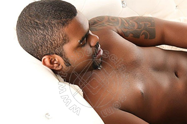 milano bakeka gay escort boy milano